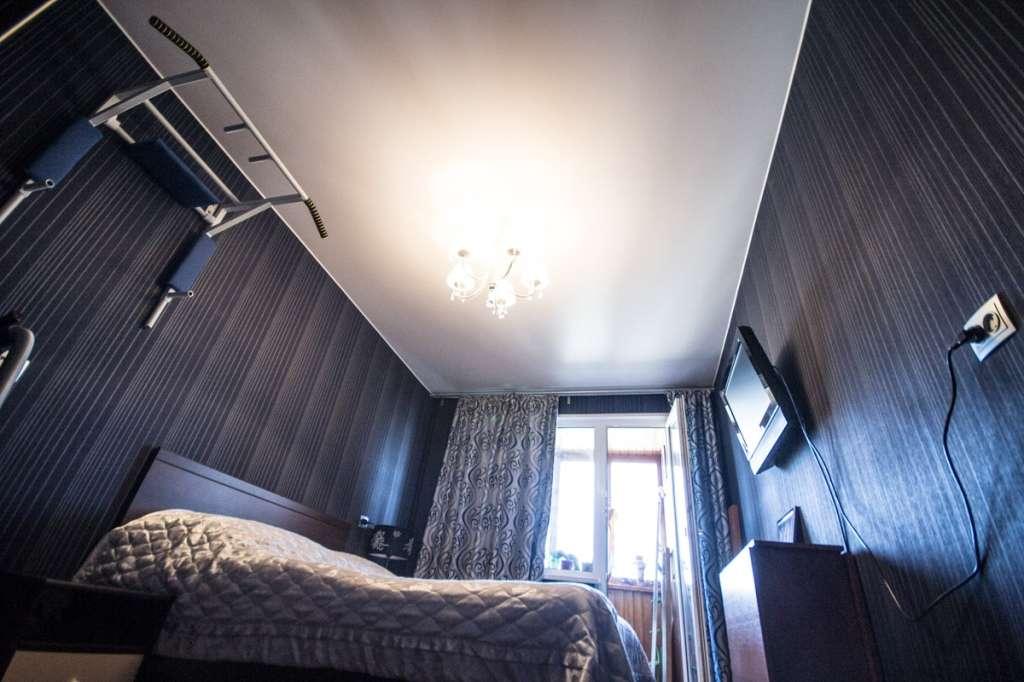 Натяжні стелі для спальні (40 фото): романтично, стильно і практично