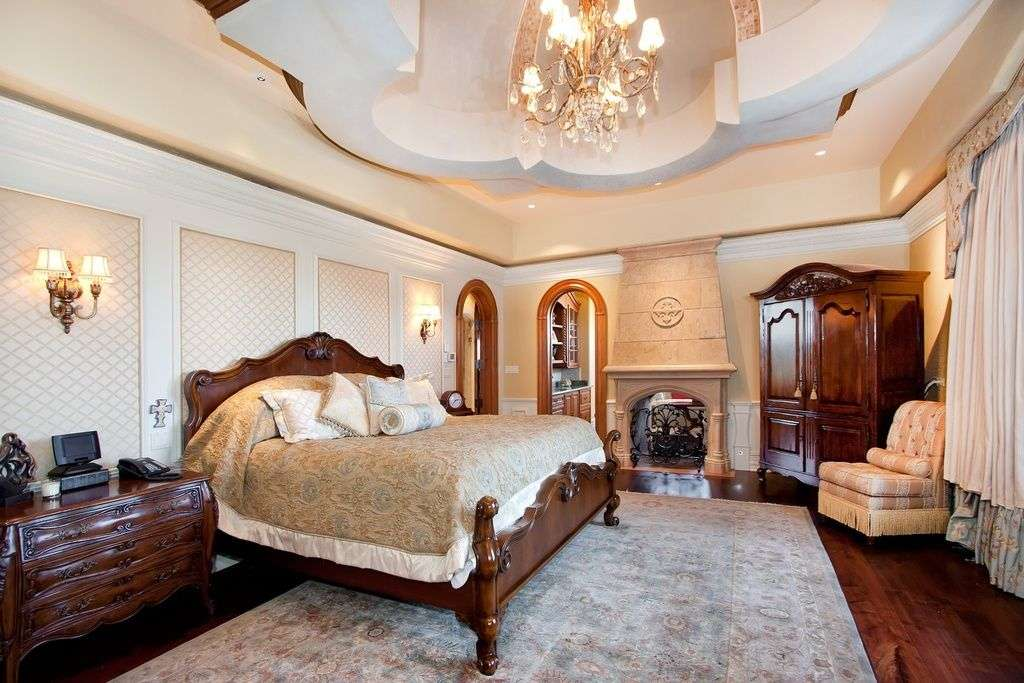 Спальні в класичному стилі (60 фото): розкіш, блиск та комфорт