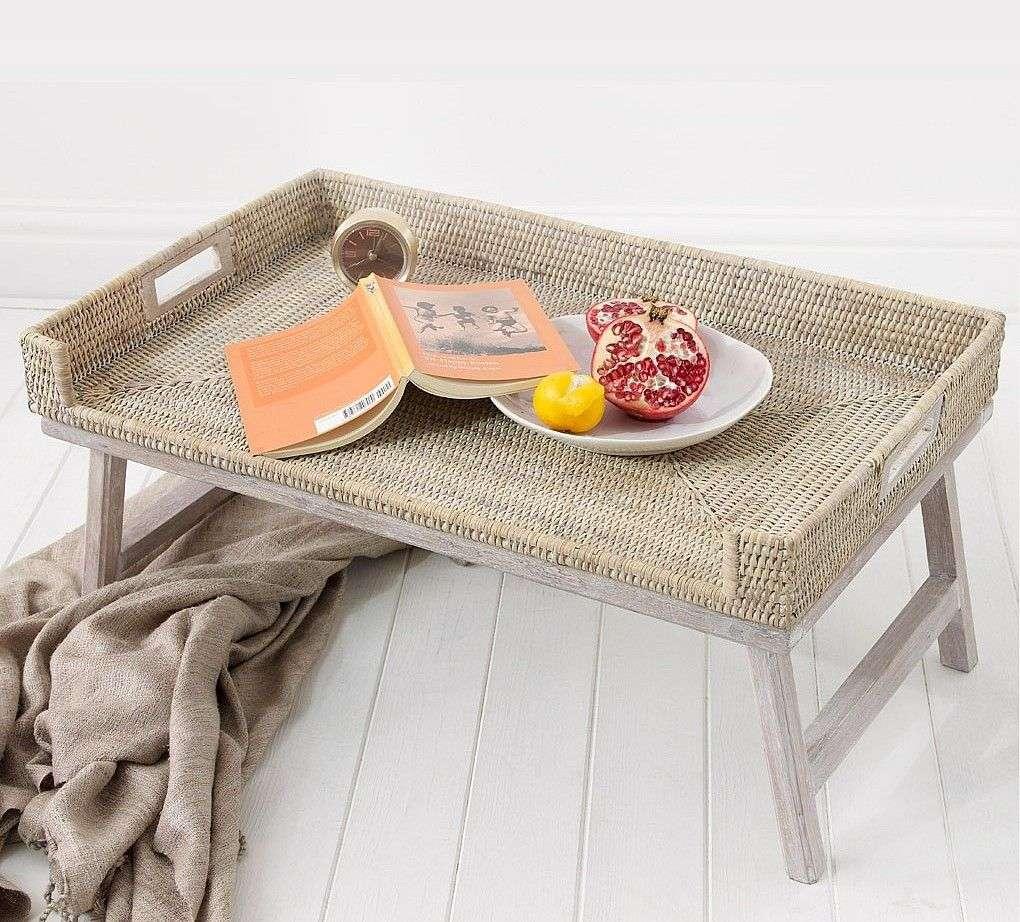 Столик для сніданку в ліжко (45 фото): практично, зручно, універсально