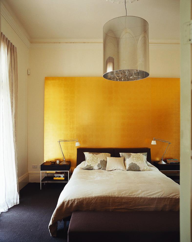 На піку трендів мідь і мед: 60+ розкішних інтерєрів в золотавій гамі