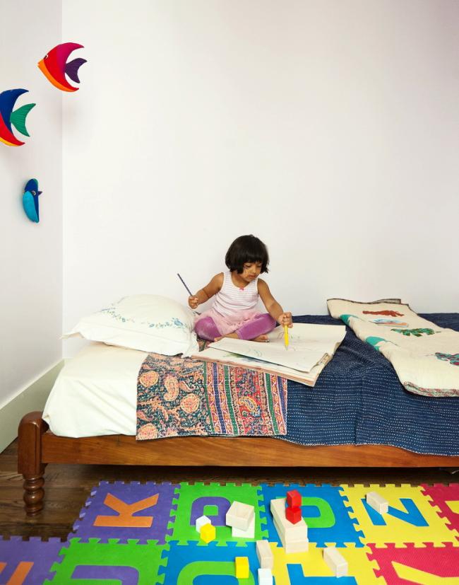 Дитячі коврики-пазли для повзання: огляд варіантів і поради батькам щодо вибору