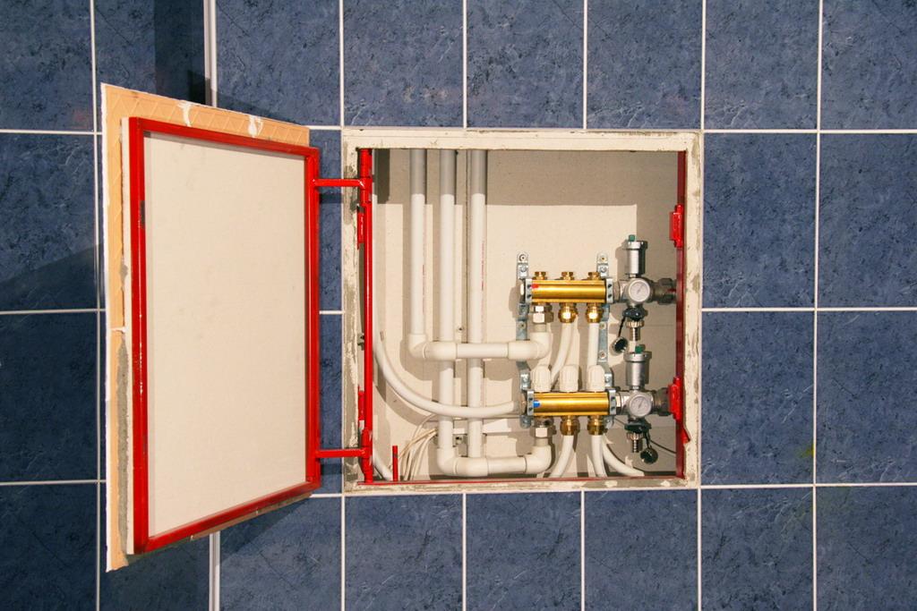 Натискний сантехнічний люк під плитку: як підібрати, конструктивні особливості та переваги