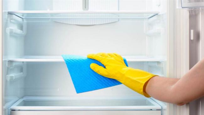 Як швидко розморозити холодильник: ефективні способи, лайфхаки та поради