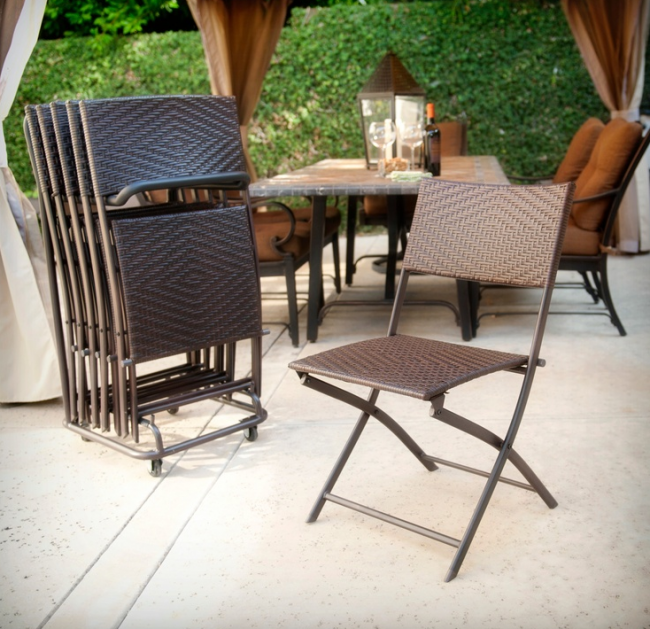 Складні стільці чи порятунок для маленьких кухонь: види конструкцій, плюси і мінуси