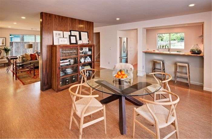 Скляні столи для кухні (59 фото): витончена крихкість з сильним характером