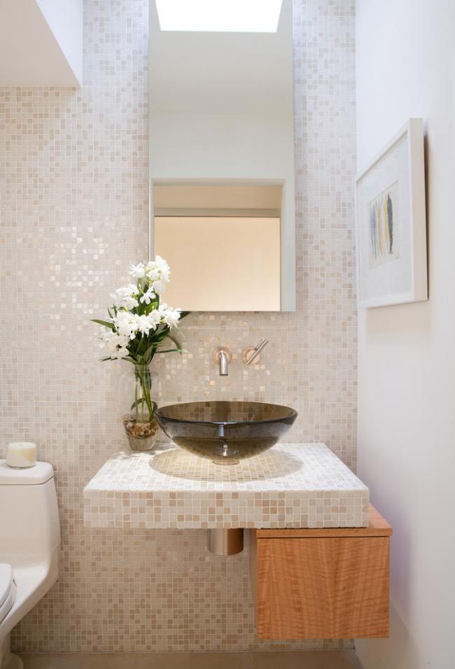 Вибираємо стільницю для ванної з мозаїки: дизайн, матеріали і особливості укладання